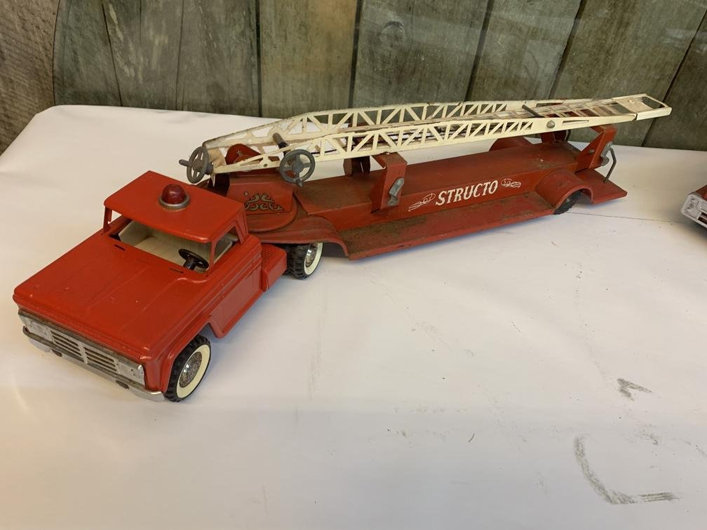 """Stretch fire truck 31"""""""