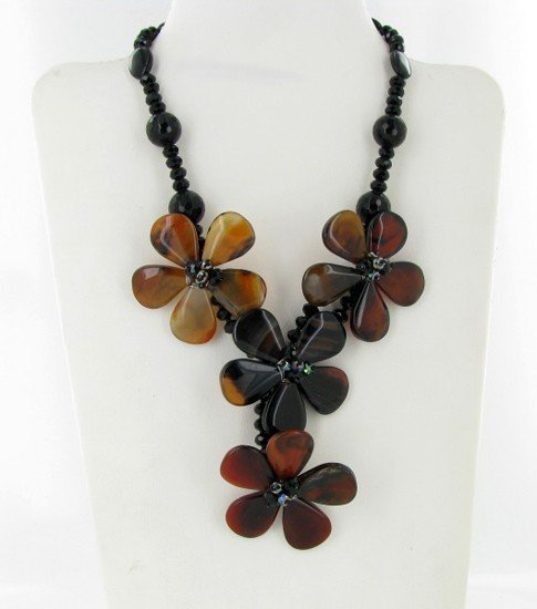 12: 950ct Agate & Crystal Necklace