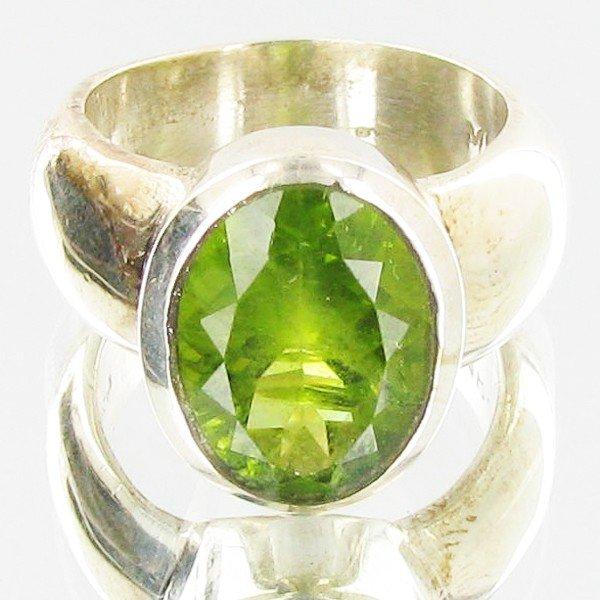 19B: 65.96twc Peridot Sterling Ring