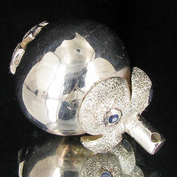 15: 98.35ct Silver Mangosteen Bell Charm