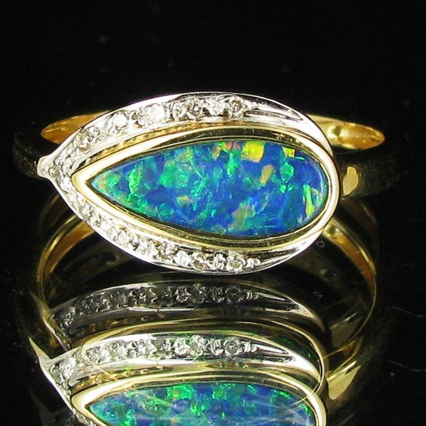 1150: 10.1twc Opal Diamond 14k Gold Ring