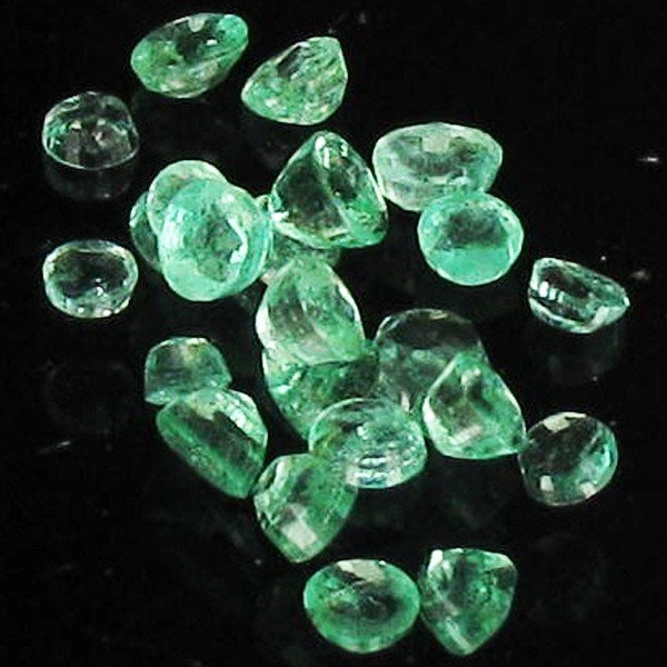 85: 1ct Clean Colombian Emerald  Parcel EST: $63 - $126