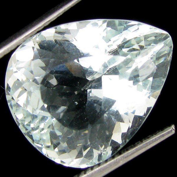 10A: 13.85ct Gorgeous Aquamarine