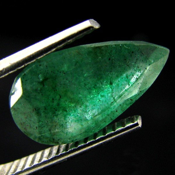 19: 3.25ct Columbian Emerald  Pear EST: $600 - $1200 (G