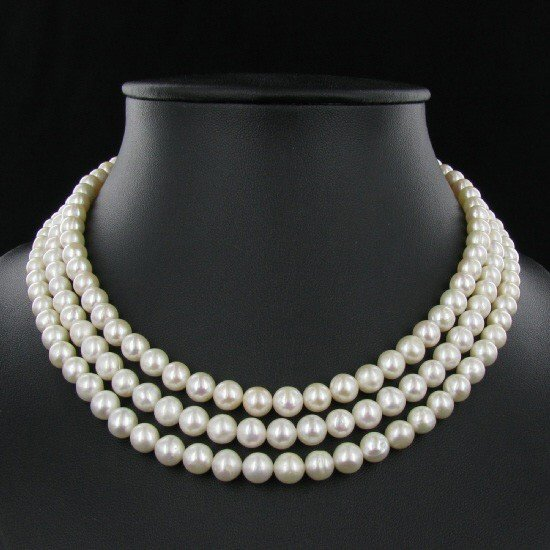 552: White Small Saltwater Pearl Necklace
