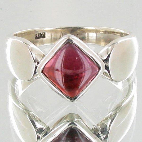 23.4twc Garnet Sterling Ring