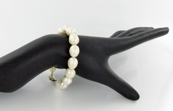 White Baroque Saltwater Pearl Bracelet & Earrings