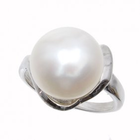 White Saltwater Pearl & Sterling Ring