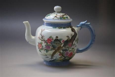 A White Base Bird with Flowe Pattern Porcelain Pot