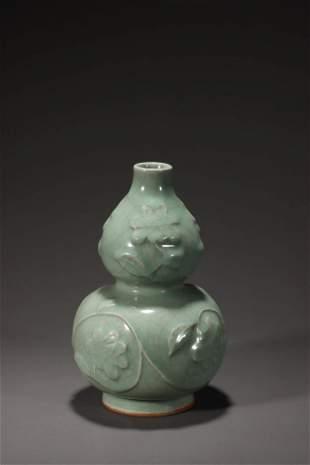 A Longquan Ware Gourd Shape Porcelain Vase