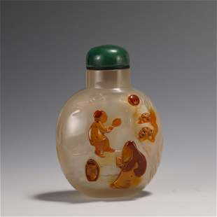A CHINESE CARVED AGATE FIGURAL SNUFF BOTTLE SUZHOU
