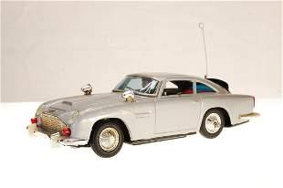 James Bond 007 Aston Martin DB5 1/24 Scale Dices
