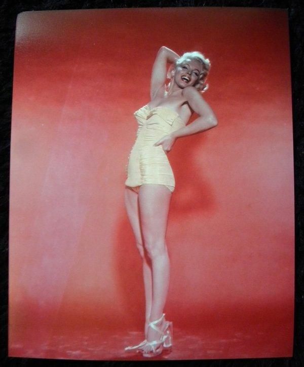 12: Marilyn Monroe, bathing suit 50's - 2