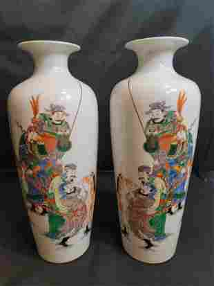 A pair of Five Colored Figure Open Mouth Porcelain
