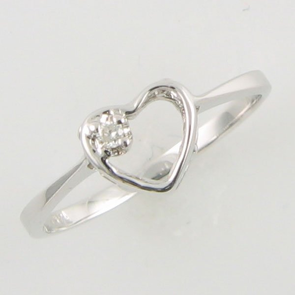 1004: 14KT HEART DIAMOND GOLD RING 0.02 TCW SIZE 6.25