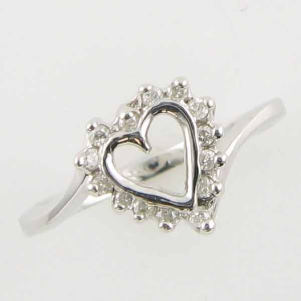 1012: 14KT HEART DIAMOND GOLD RING 0.14 TCW SIZE 6