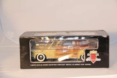 7: MOTOR CITY 1:18  1948 CHRYSLER TOWN & COUNTRY 1998