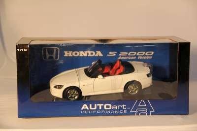 20: AUTO ART HONDA S-2000 AMERICAN VERSION 2000 1:18