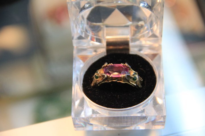 Men's 18K Gold and Chinese Alexandrite Ring.