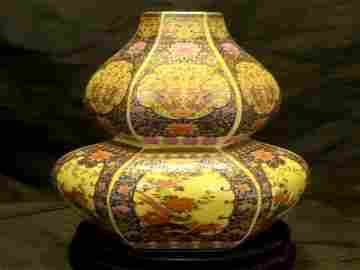 Chinese Hexagon Gourd Famille Rose Vase