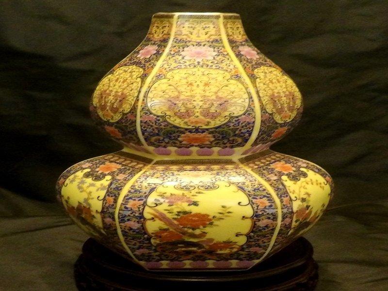 Chinese Hexagon Gourd Famille Rose Vase
