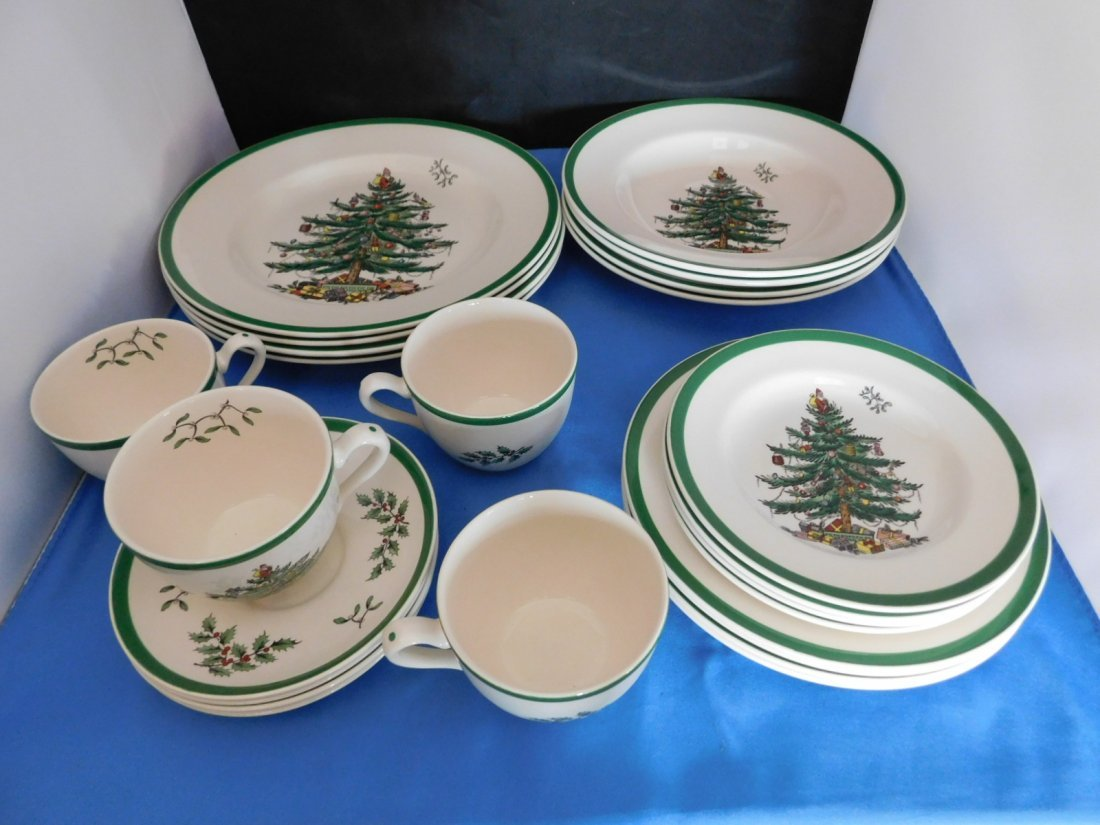 Spode Christmas Tree 5 piece Place Setting for 4.