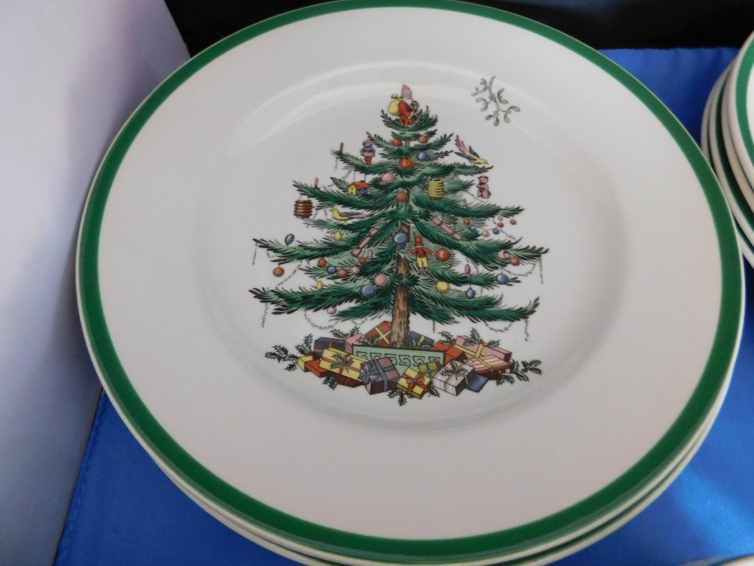 Spode Christmas Tree 5 piece Place Setting for 4. - 2