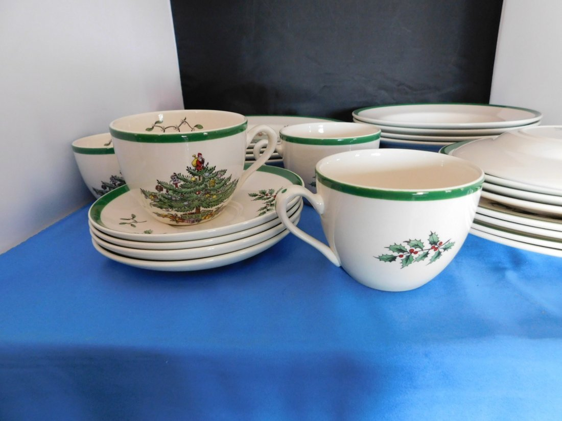 Spode Christmas Tree 5 piece Place Setting for 4. - 4