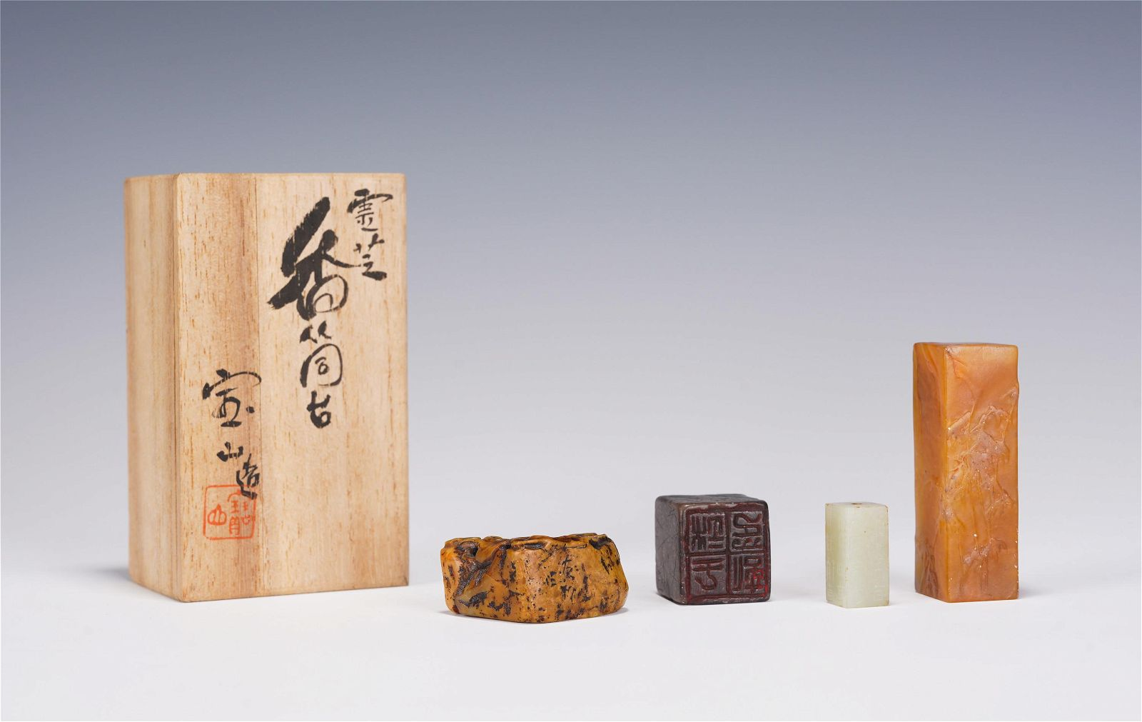 A GROUP OF TIANHUANG AND JADE SEALS WITH WOODEN BOX