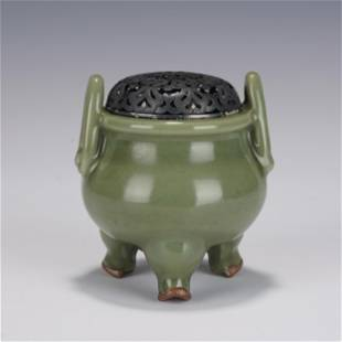 A CELADON GLAZED CENSER WITH DOUBLE HANDLES QING