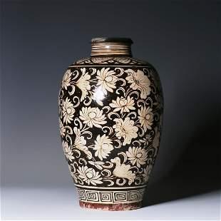 Lotus vase carved in Cizhou kiln of Song Dynasty