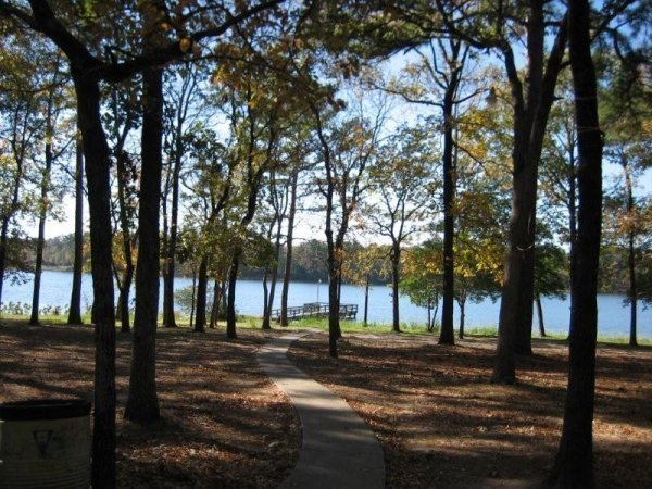 13C: TYLER TEXAS NICE LOT UTILITIES, ROADS, LAKE PALEST