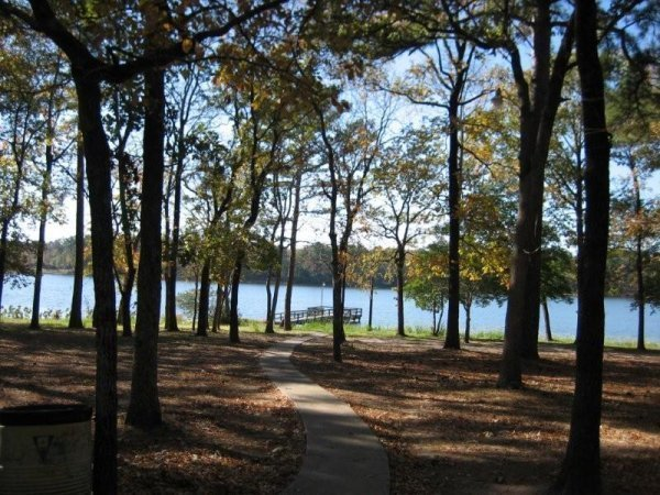 13B: TYLER TEXAS NICE LOT UTILITIES, ROADS, LAKE P