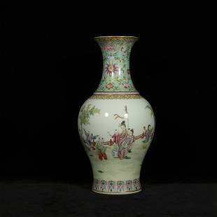 Qing qianlong style famille rose porcelain bottle