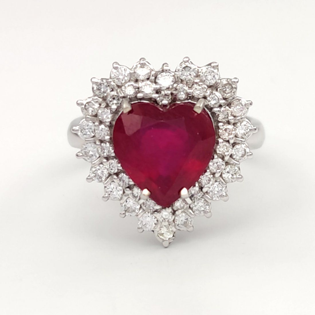 18 kt 750 carat yellow gold ring with diamonds and ruby