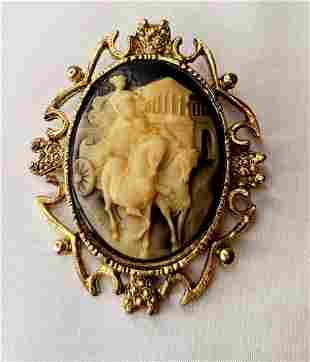Gold victorian brooch