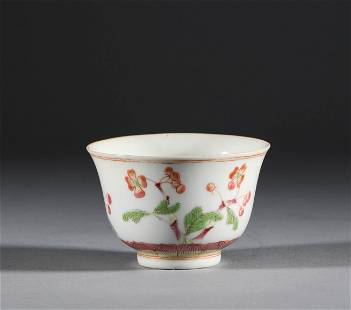 Red and green tea bowls in Qing Dynasty