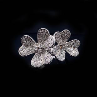 Diamonds & 18k Gold Cloves Ring