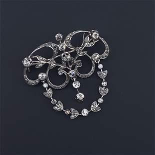 Delicated Diamonds Platinum Brooch/ Pendant