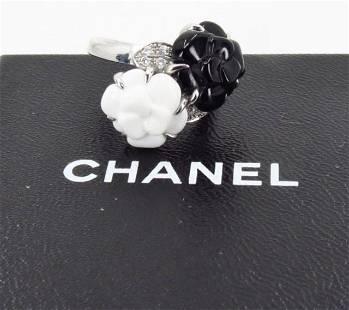 CHANEL 18k Gold, Onyx, Agate & Diamonds Camélia ring