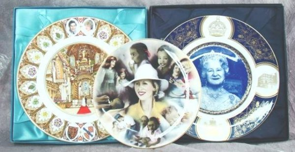 10: 3 COALPORT COMMEMORATIVE ROYAL PLATES