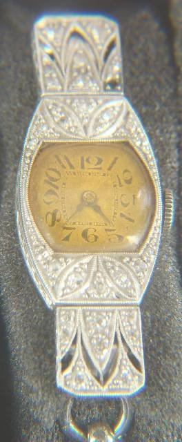 518: ART DECO PLATINUM & DIAMOND LADIES WRIST WATCH