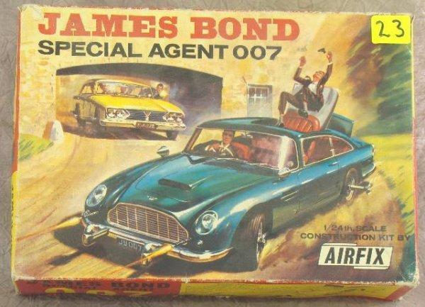 23: c1965 JAMES BOND ASTON MARTIN  CONSTRUCTION CAR KIT