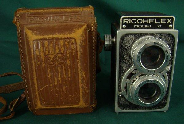 1021: CASED RICHOFLEX VI  CAMERA WITH FILM