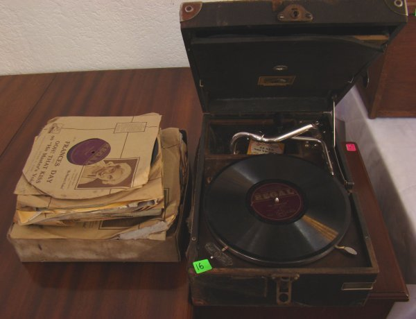 1016: GRAMOPHONE AND RECORDS