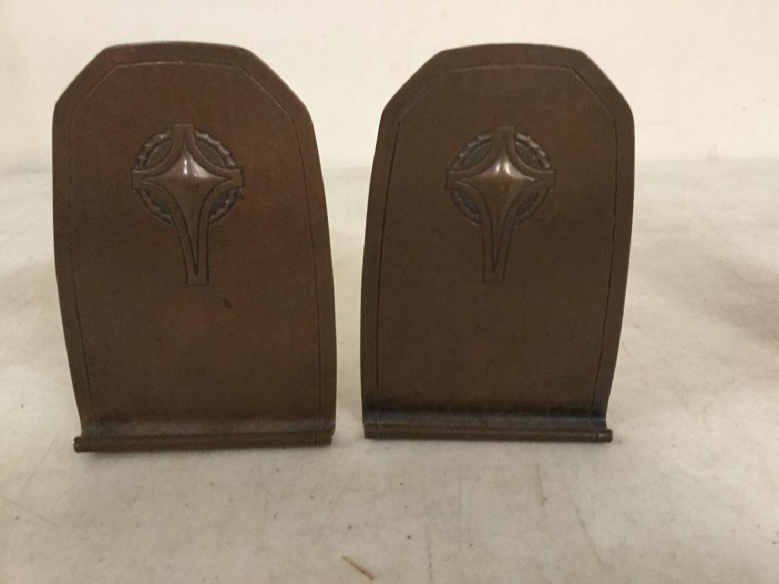 """PAIR ROYCROFT COPPER HAND HAMMERED BOOKENDS MEASURE 5"""" - 2"""