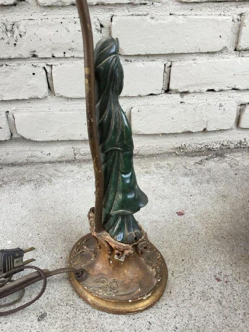 JADE FIGURAL WOMAN HOLDING A BOX TABLE LAMP, ON GILT - 3