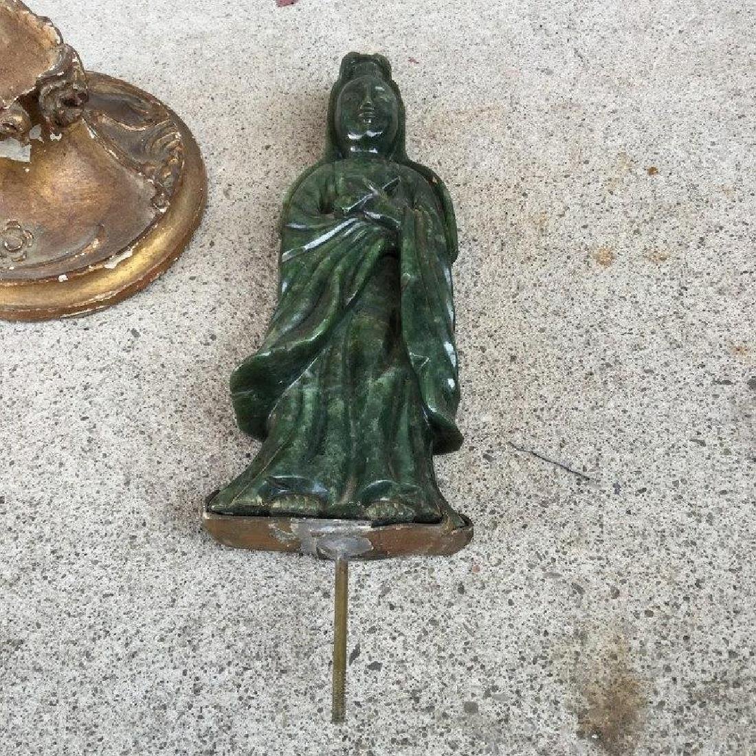 JADE FIGURAL WOMAN HOLDING A BOX TABLE LAMP, ON GILT - 4