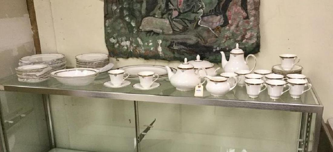 LOT OF ROYAL DOULTON CHINA, CAMBRIDGE PATTERN, SERVICE