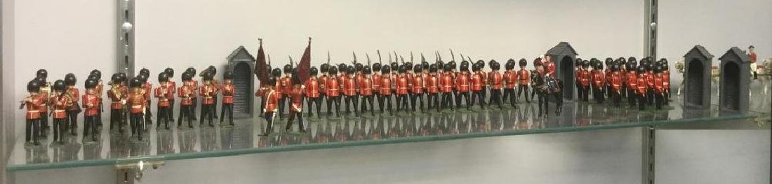 BRITAINS SOLDIERS-84 PC RARE CHANGING OF THE GUARDS